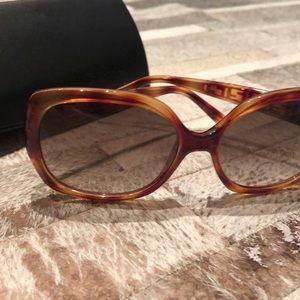 Adorable Tortoise like new FENDI Sunglasses